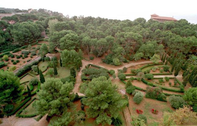 Villaspetra villas petra mallorca for Jardines de marivent